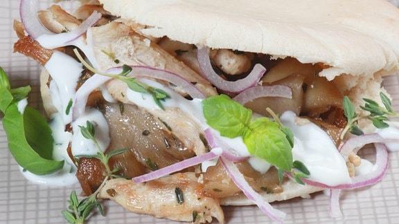 Pita mit Hähnchengyros und Pilzen