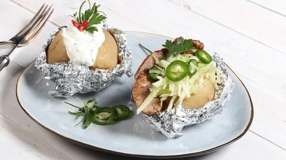 Kochen mit Sternekoch Robin Pietsch: Zweierlei gefüllte Ofenkartoffeln mit Käse