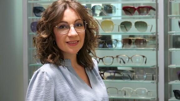 Porträt der Brillenexpertin Steffi Ostertag.