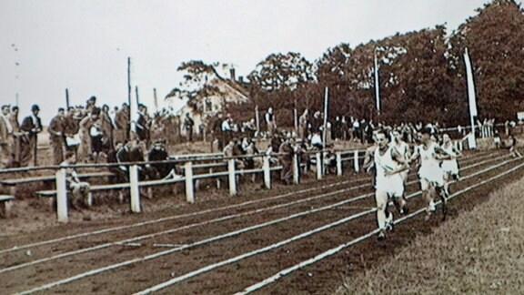 Wettkampf auf dem Sportplatz von Bar Kochba in der Eutritzscher Straße in Leipzig, um 1932, aus dem Archiv des Maccabi-Museums