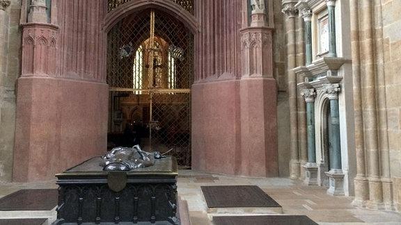 Engelbogen Fürstenkapelle mit Grab.