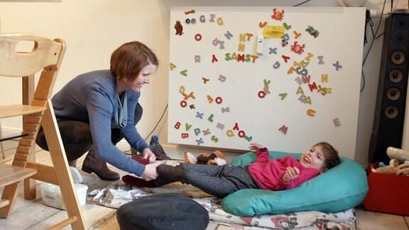 Bettina mit ihrer mehrfach schwerbehinderten Tochter Rosa