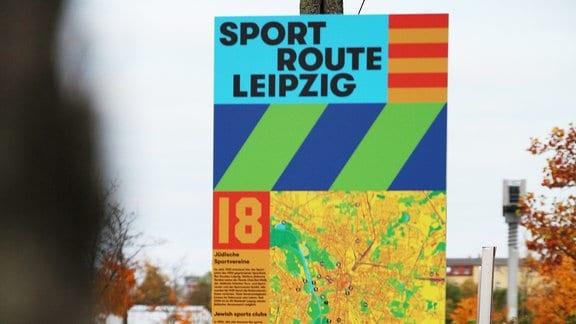 Historischer Rundgang: Sportroute Leipzig mit einer Stele, die an den Sportplatz von Bar Kochba Leipzig erinnert.