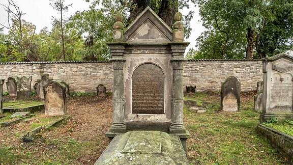 Grab des Landesrabbiners Dr.Salomon Herxheimer (1801-1884) in Bernburg