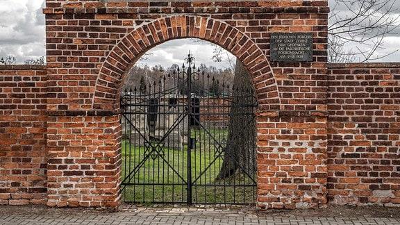 Eingangstor zum Jüdischen Friedhof, Grüne Straße in Zerbst