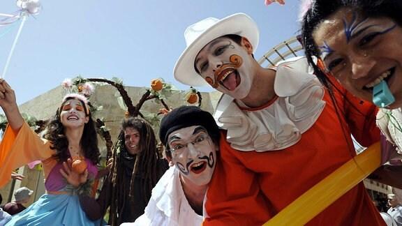 Israelische Jugendliche anlässlich des Purimfestes in Jerusalem