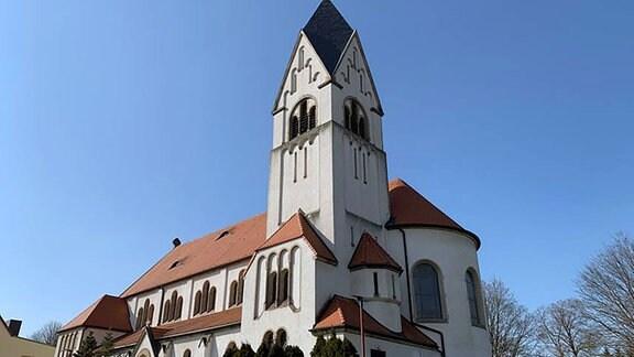 Außenansicht der Katholische Kirche St. Barbara in Helbra.