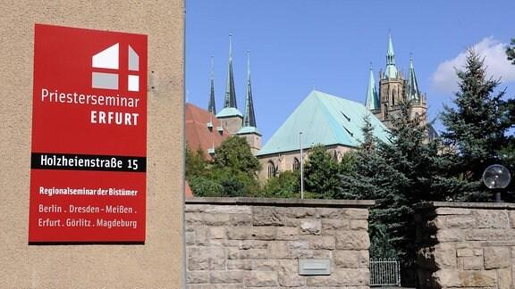 Dom St. Marien und Kirche St. Severi im Hintergrund