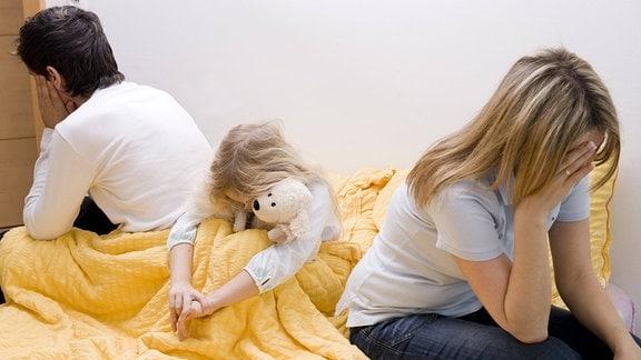 Beziehungskrise zwischen den Eltern, Tochter leidet mit