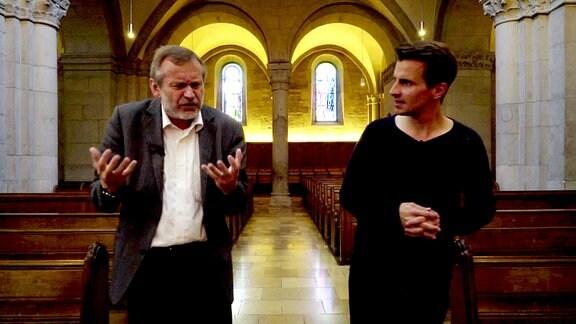 Pfarrer Christoph Sigrist im Großmünster Zürich im Gespräch mit Julian Sengelmann