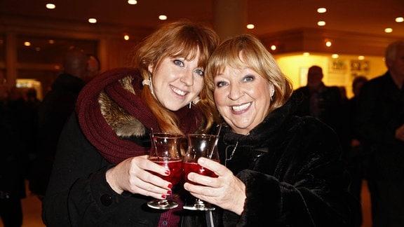 Angelika Mann und Tochter Ulrike Weidemüller bei der Musicalpremiere Motown