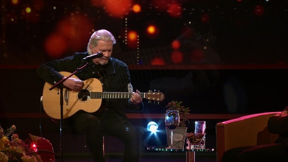 ESC-Legende Johnny Logan singt seinen ESC-Siegertitel aus dem Jahr 1987 am 30. April 2021 im Riverboat.