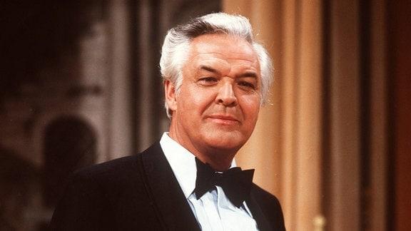 Der deutsche Bassbariton und Opernregisseur Theo Adam, Portrait circa 1980er.