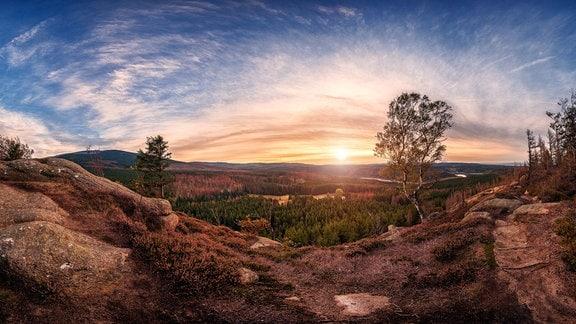 Panorama-Ausblick im Harz zum Sonnenuntergang