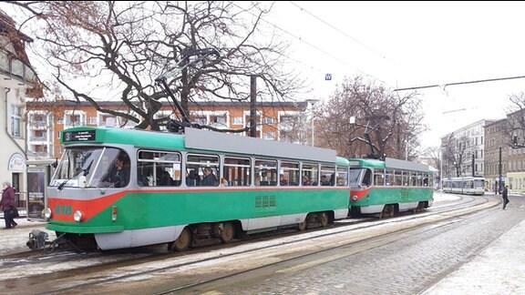 Eine Tatra-Straßenbahn in Magdeburg.