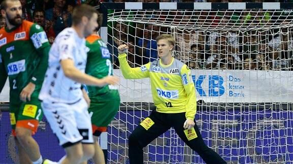 Tobias Thulin (Magdeburg, 12) Jubelt über einen gehaltenen Ball