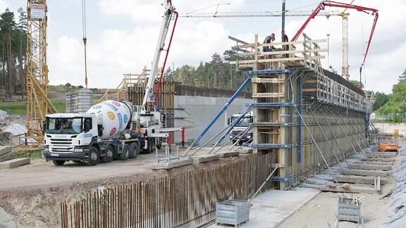 Betonbauarbeiten bei einer Brücke nahe Lüderitz