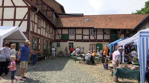 Außenansicht der Mühle in Klein Quenstedt beim Mühlentag