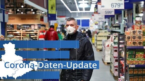 Mann mit Atemschutzmaske beim Einkaufen