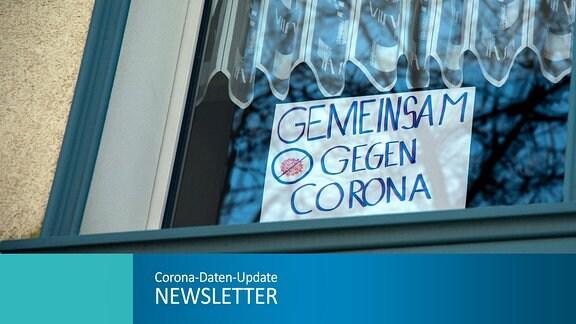 Anwohner haben ein Schild mit der Aufschrift Gemeinsam gegen Corona in ein Fenster gehängt um den Mitarbeitern, Ärzten und Pflegern der K Plus St. Lukas Klinik in Solingen zu danken und sie zu motivieren Themenbild.