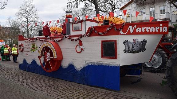 Der Festwagen der NCA – ein nachgebautes Schiff