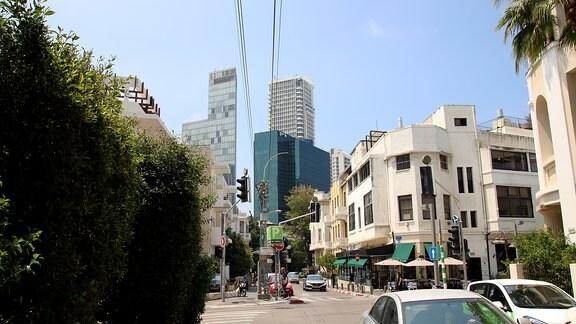 Das Zentrum von Tel Aviv ist geprägt von neuen und alten Gebäuden.