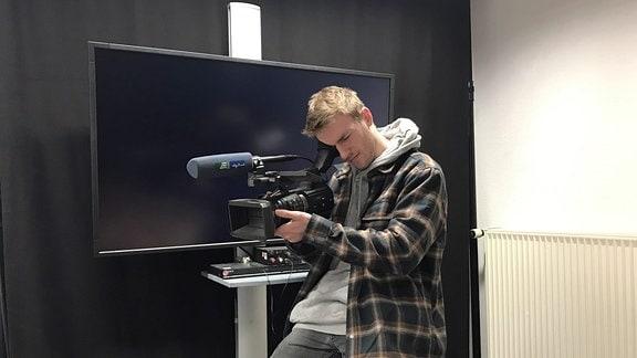 Hans Höpfner mit Kamera.
