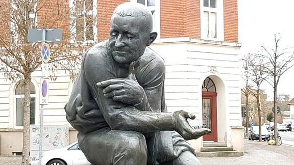 Figuren vom Kurt-Weill-Denkmal in Dessau-Roßlau