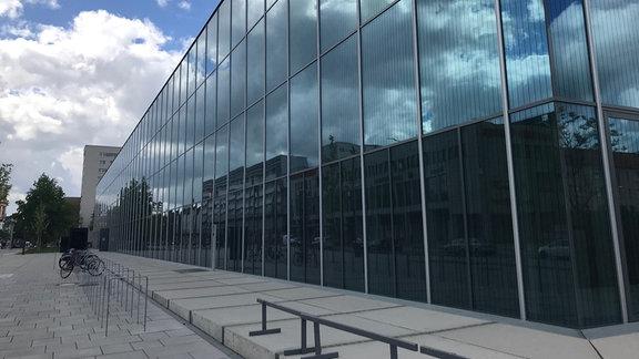 Glasfassade des Bauhaus-Museums