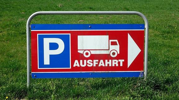 Hinweisschild für LKW-Fahrer