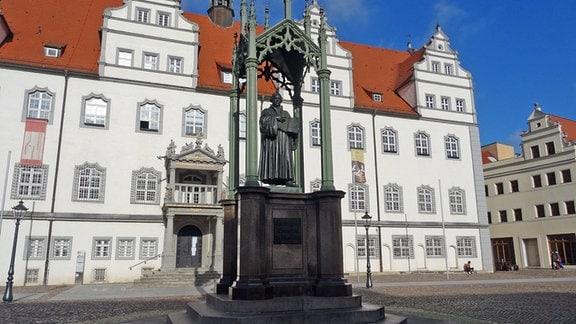 Marktplatz Wittenberg mit Luther-Denkmal