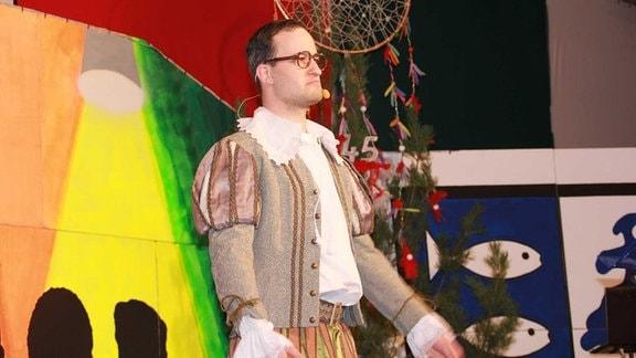 Fabian Frenzel im Shakespeare-Outfit