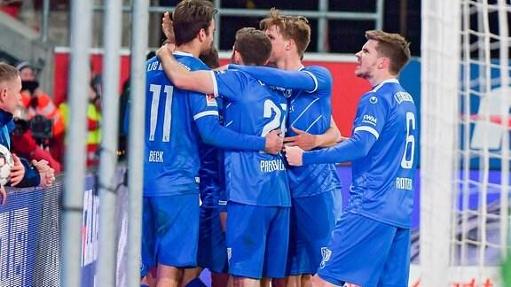 Philip Tuerpitz (1. FC Magdeburg, Nr.8) jubelt nach seinem Treffer zum 1:0 Endstand, im Hintergrund Torwart Philipp Tschauer (FC Ingolstadt 04, Nr.22) am Boden beim Spiel FC Ingolstadt 04 gegen 1. FC Magdeburg.