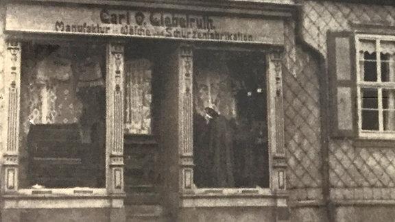 Schwarz-weiß-Foto des Geschäfts Liebetruth