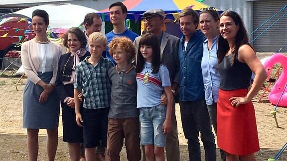 Gruppenfoto mit Schauspielern