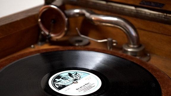 Ein altes Schallplattenabspielgerät
