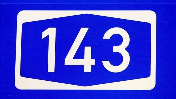 Autobahnschild der A 143