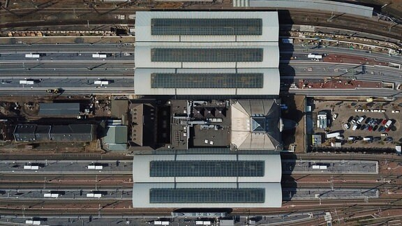 Luftbild des Geländes des Hauptbahnhofs in Halle