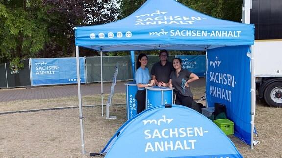 Mitarbeiter von MDR SACHSEN-ANHALT waren beim Konzert offen für Fragen der Besucher