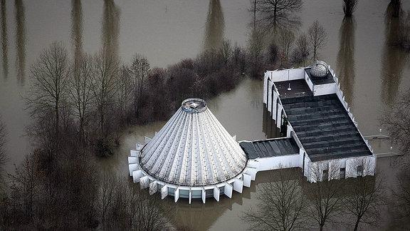 Planetarium in Halle steht unter Wasser, 2011.