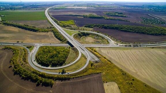 Luftaufnahme der Bundes-Autobahn 143 Kreuz Halle Neustadt