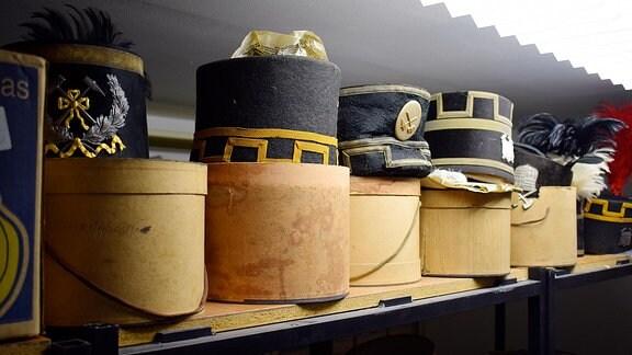 Hüte von Bergleuten im Museum Hettstedt.