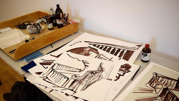 Mehrere Zeichnungen von einer Treppe.