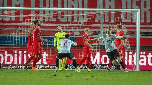 Kai Klefisch Köln trifft zum 0:2 im Spiel des HFC Hallescher FC