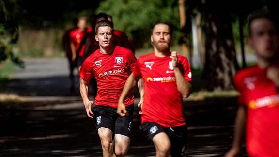 Training des HFC Hallescher FC vor dem Erdgas Sportpark in Vorbereitung auf die Saison 2019/2020