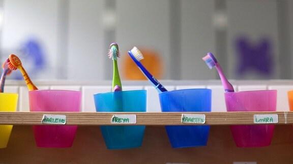 Zahnbuersten in einer Kindertagesstaette