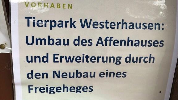 Ein Schild mit einem Hinweis auf eine EU-Förderung