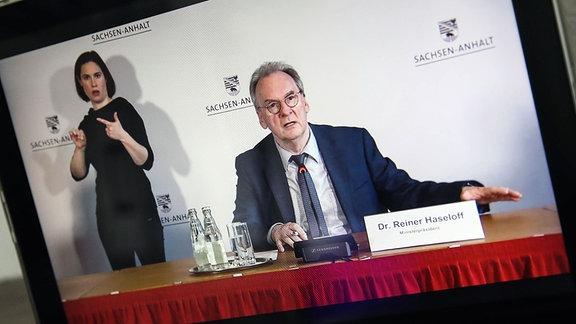 Ministerpräsident Dr. Reiner Haseloff CDU,Sachsen Anhalt - Landpressekonferenz in der Staatskanzlei von Sachsen Anhalt wird per Livestream auf dem Youtoube Kanal des Landes übertragen.