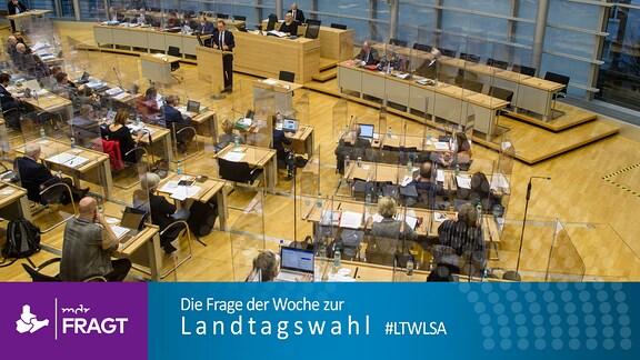 Abgeordnete des Landtages von Sachsen-Anhalt sitzen im Plenarsaal an ihren Plätzen.