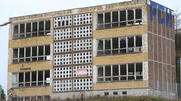 Verfallene Schule im Stadtzentrum von Strasburg, 2017